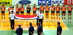 22-06-2000 JAP: OKT Volleybal 2000, Tokyo<br /> Nederland - Korea 3-1 / Oranje luistert naar het Volkslied