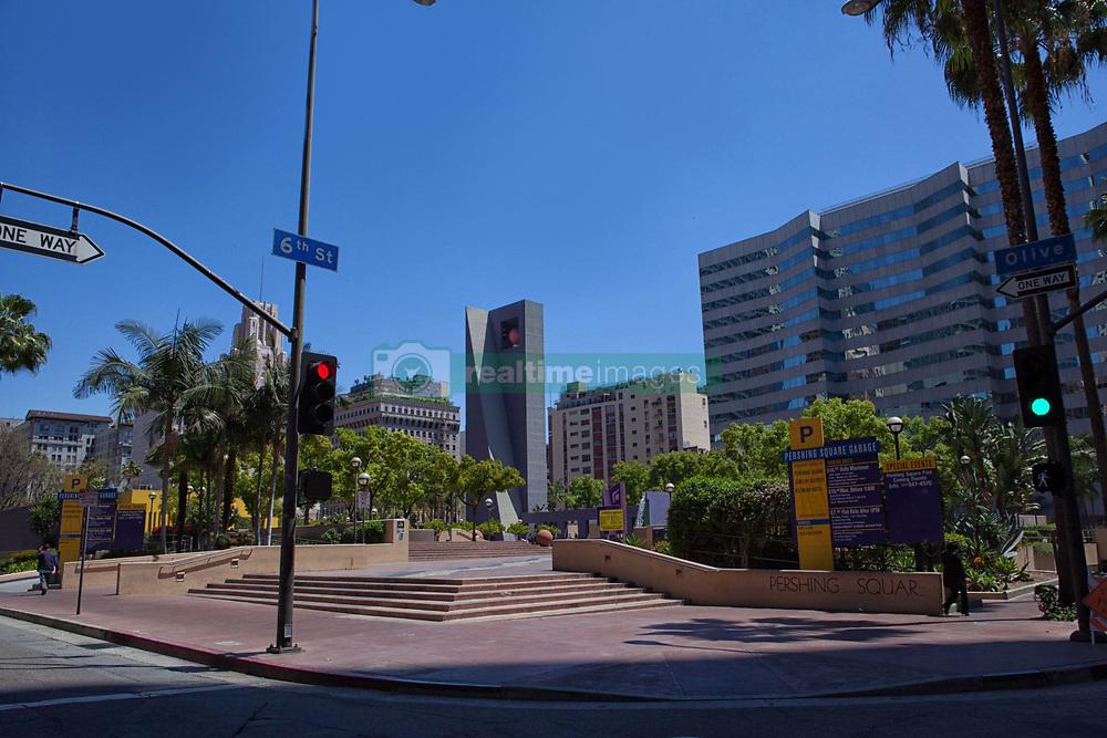Traffic signals in downtown Los Angeles, USA (Credit Image: © Image Source/David Jakle/Image Source/ZUMAPRESS.com)