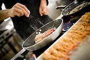Belo Horizonte_MG, Brasil...Detalhe de uma mao cozinhando camarao na frigideira para  preparacao de receitas no festival gastronomico Sabor e Saber...Detail of a hand cooking shrimp in to frying pan for the recipes preparation in the gastronomy festival Sabor e Saber...FOTO: BRUNO MAGALHAES / NITRO
