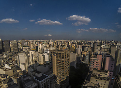 April 25, 2018 - SãO Paulo, São Paulo, Brazil - SAO PAULO SP, SP 25/04/2018 BRAZIL - SAO PAULO - CLIMATE: View of the city of Sao Paulo, in the region of the Republic, downtown, on the morning of this Wednesday, 25. Today, some clouds in middle and high levels of the atmosphere will even be able to form, so the sky is no longer so blue as in the last days. However, these clouds are not associated with rain. The dry air still prevails throughout the state and prevents heavy clouds from forming, so today will be another day of strong sunshine in all areas and there is still no expectation of rain. (Credit Image: © Cris Faga via ZUMA Wire)