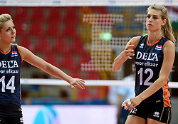 01-10-2014 ITA: World Championship Volleyball Servie - Nederland, Verona<br /> Nederland verliest met 3-0 van Servie en is kansloos voor plaatsing final 6 / Manon Flier, Laura Dijkema