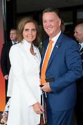 Aankomst  bij de openingswedstrijd van WEURO2017, het EK voetbal vrouwen gehouden in de Stadion Galgenwaard Utrecht<br /> <br /> Op de foto: Louis van Gaal en Marleen Molenaar