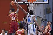 DESCRIZIONE : Cremona Lega A 2015-16 Play Off gara 2 Vanoli Cremona Umana Reyer Venezia <br /> GIOCATORE : Jarrius Jackson<br /> CATEGORIA :  Controcampo Rimbalzo difesa<br /> SQUADRA : Umana Reyer Venezia<br /> EVENTO : Campionato Lega A 2015-2016 GARA : Vanoli Cremona vs Umana Reyer Play Off gara 2<br /> DATA : 10/05/2016 <br /> SPORT : Pallacanestro <br /> AUTORE : Agenzia Ciamillo-Castoria/I.Mancini<br /> Galleria : Lega Basket A 2015-2016 Fotonotizia : Cremona Lega A 2015-16 PlayOff Gara 2  Vanoli Cremona Umana Reyer Venezia