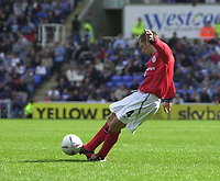 Photo:Alan Crowhurst.<br /> READING V CREWE, Nationwide Division One,17/04/2004.Kenny Lunt scores direct from a free kick for Crewe.