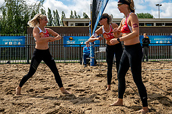 Marrit Jasper, Sanne Keizer, Madelein Meppelink in action. From July 1, competition in the Netherlands may be played again for the first time since the start of the corona pandemic. Nevobo and Sportworx, the organizer of the DELA Eredivisie Beach volleyball, are taking this opportunity with both hands. At sunrise, Wednesday exactly at 5.24 a.m., the first whistle will sound for the DELA Eredivisie opening tournament in Zaandam on 1 July 2020 in Zaandam.