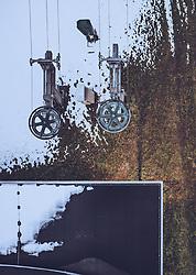 THEMENBILD - Liftstation in einer grünen und mit schneebedeckten Wiese , aufgenommen am 30. November 2018 in Kaprun, Österreich // Lift station in a green and snow-covered meadow, Kaprun, Austria on 2018/11/30. EXPA Pictures © 2018, PhotoCredit: EXPA/ JFK