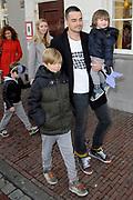 Premiere Woezel & Pip - Alles is fijn in de Stadschouburg, Leiden.<br /> <br /> Op de foto:  Lucy Woesthoff en Dinand Woesthoff met hun kinderen Dean Maddy , Jimmy Frank en Che
