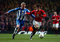 Photo: Ed Godden.<br />Manchester United v Wigan Athletic. The Carling Cup Final. 26/02/2006. Gary Teale (L) and Ji-Sung Parl (Manchester Utd, R)