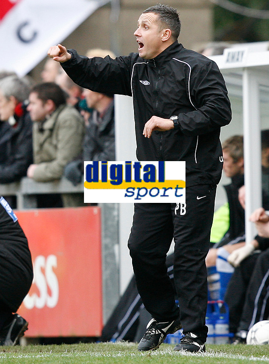Photo: Steve Bond/Sportsbeat Images.<br />Torquay United v Exeter City. The FA Blue Square Premier. 01/01/2008. Paul Buckle gives instructions