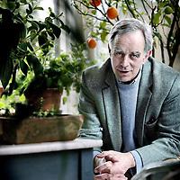 Nederland,Arnhem ,24 februari 2008..Pim van Lommel (1943) was van 1977 tot 2003 als cardioloog verbonden aan het Rijnstate Ziekenhuis in Arnhem. Sindsdien houdt hij over de hele wereld lezingen over BDE en de relatie tussen bewustzijn en hersenfunctie...In Eindeloos bewustzijn legt Pim van Lommel stap voor stap uit hoe mensen die klinisch dood zijn een bijna-dood ervaring kunnen hebben. Hij doorspekt zijn betoog met verhalen van mensen die een BDE hebben meegemaakt. Met de meesten van hen heeft Van Lommel persoonlijk contact gehad