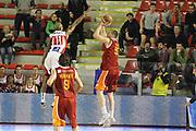 DESCRIZIONE : Roma Lega A 2011-12 Acea Virtus Roma Scavolini Siviglia Pesaro<br /> GIOCATORE : Uros Slokar<br /> CATEGORIA : ultimo tiro<br /> SQUADRA : Acea Virtus Roma<br /> EVENTO : Campionato Lega A 2011-2012<br /> GARA : Acea Virtus Roma Scavolini Siviglia Pesaro<br /> DATA : 11/01/2012<br /> SPORT : Pallacanestro<br /> AUTORE : Agenzia Ciamillo-Castoria/ElioCastoria<br /> Galleria : Lega Basket A 2011-2012<br /> Fotonotizia : Roma Lega A 2011-12 Acea Virtus Roma Scavolini Siviglia Pesaro<br /> Predefinita :