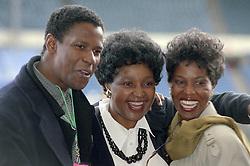 16/04/1990<br />Nelson Mandela: An International Tribute for a Free South Africa Concert at Wembley Stadium<br />Denzel Washington and Winnie Mandela / action press
