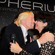 NLD/Den Haag/20111114 - Perslunch Virgin Galactic iav Sir Richard Branson, met laura Fygi