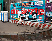 "Moskau/Russische Foederation, RUS, 07.05.2008: Plakatwand mit Werbung fuer die deutsche Band Die Aerzte welche im Moskauer ""Apelsinclub"" am 17. Mai 2008 ihre Europatournee begonnen haben. <br /> <br /> Moscow/Russian Federation, RUS, 07.05.2008: Billboard for the German band Die Aerzte which started their European Tour at the ""Apelsinclub"" on the 17th of May 2008."