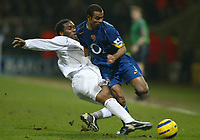Fotball<br /> England 2004/22005<br /> Foto: SBI/Digitalsport<br /> NORWAY ONLY<br /> <br /> Arsenal v Bolton<br /> Barclays Premiership. 15/01/2005. <br /> <br /> Jay Jay Okocha of Bolton Wanderers tackles Ashley Cole of Arsenal.