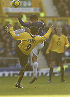 Photo: Aidan Ellis.<br /> Everton v Arsenal. The Barclays Premiership. 21/01/2006.<br /> Everton's Tim Cahill battles with Arsenal's Jose Antonio Reyes
