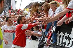 Football: Germany, 1. Bundesliga, VFB STUTTGART - HAMBURGER SV (HSV), Stuttgart - 16.05.2015,<br /> Martin Harnik (Stuttgart) celebrates with fans<br /> <br /> © pixathlon<br /> <br /> +++ NED out !!! +++el.