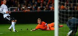 14-11-2012 VOETBAL: NEDERLAND - DUITSLAND: AMSTERDAM<br /> Friendly match Netherlands - Germany in Amsterdam Arena / Howedes kijkt naar Dirk Kuyt die de 1-0 op zijn schoen heeft.<br /> ©2012-FotoHoogendoorn.nl