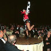 5 Jarig bestaan World Fantasy Dinner Show Hilversum, Cowboymeisje dansend op tafel
