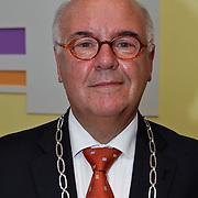 NLD/Amsterdam/20100429 - Lintjesregen gemeente Huizen , burgemeester mr. A.Ph. Hertog