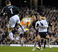 Photo: Ed Godden/Sportsbeat Images.<br /> Tottenham Hotspur v Newcastle United. The Barclays Premiership. 14/01/2007. Spurs' Aaron Lennon (R), colides with Newcastle keeper Shay Given.