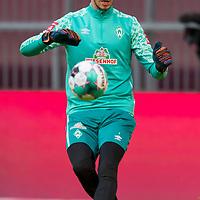 21.11.2020, Allianz Arena, Muenchen, GER,  FC Bayern Muenchen SV Werder Bremen <br /> <br /> <br />  im Bild Jiri Pavlenka (SV Werder Bremen #1) beim Aufwaermen<br /> <br /> <br /> <br /> Foto © nordphoto / Straubmeier / Pool/ <br /> <br /> DFL regulations prohibit any use of photographs as image sequences and / or quasi-video.