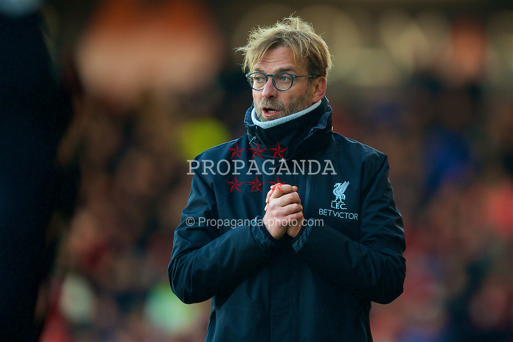 BOURNEMOUTH, ENGLAND - Sunday, December 4, 2016: Liverpool's manager Jürgen Klopp reacts during the FA Premier League match against AFC Bournemouth at Dean Court. (Pic by David Rawcliffe/Propaganda)