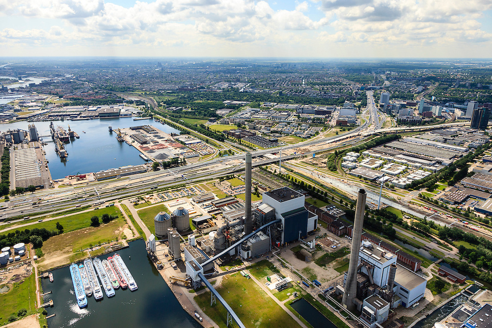 Nederland, Noord-Holland, Amsterdam, 14-06-2012; Westpoort, Nieuwe Hemweg met centrales van Nuon. Centrale Hemweg 8 met schoorsteen met witte bies is kolengestookt, Centrale Hemweg 7 is gasgestookt..Op het tweede plan de Ring A10 (A10 West), rechts de Westrandweg in aanbouw. Amsterdam-West aan de horizon..View on Westpoort (port, industrial and office area) in the western harbour area of Amsterdam, with the Nuon power plant and ringroad A10. City of Amsterdam in the back ..luchtfoto (toeslag), aerial photo (additional fee required).foto/photo Siebe Swart