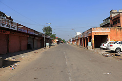 September 9, 2017 - Jaipur, Rajasthan, India - Desert looks of road after curfew was imposed in parts of Jaipur after late-night violence between locals and police, triggered by an alleged assault on a woman by the cops, in Jaipur ,Rajasthan, India. 09 Sept,2017.(Photo By Vishal Bhatnagar/NurPhoto) (Credit Image: © Vishal Bhatnagar/NurPhoto via ZUMA Press)