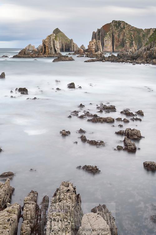 A cloudy day on a rocky coast, Asturias, Spain<br /> <br /> Ein bewölkter Tag an einer Felsküste, Asturien, Spanien