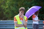 Het technisch team kijkt teleurgesteld als de snelheid van de VeloX3 wat tegenvalt. In Schipkau doet het Human Power Team Delft en Amsterdam met fietser Wil Baselmans een poging het laagland sprintrecord te verbreken met de VeloX3. In september wil het team, dat bestaat uit studenten van de TU Delft en de VU Amsterdam, een poging doen het wereldrecord snelfietsen te verbreken, dat nu op 133 km/h staat tijdens de World Human Powered Speed Challenge.<br /> <br /> The technicians look dissapointed when the speed of the VeloX3 is not what is expected. At the Dekra test track in Lausitz the Human Power Team Delft and Amsterdam tries with rider Wil Baselmans  to set a new lowland sprint record on a bicycle. With the special recumbent bike the team, consisting of students of the TU Delft and the VU Amsterdam, also wants to set a new world record cycling in September at the World Human Powered Speed Challenge. The current speed record is 133 km/h.