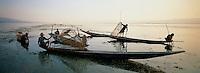 Myanmar (ex Birmanie) - Province de Shan - Pêcheur sur le lac Inle // Myanmar (Burma)- Shan province - Fisher on the Inle lake