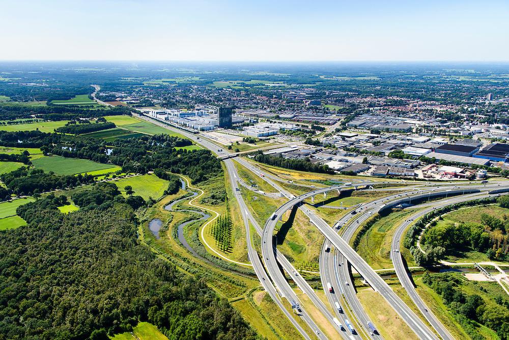 Nederland, Noord-Brabant, Eindhoven, 23-08-2016; Randweg Eindhoven, Knooppunt De Hogt. Verkeersknooppunt van de autosnelweg A2 en A67. Half sterknooppunt, met daarin geïntegreerd Riviertje De Dommel.<br /> Junction De Hogt, near Eindhoven.<br /> <br /> luchtfoto (toeslag op standard tarieven);<br /> aerial photo (additional fee required);<br /> copyright foto/photo Siebe Swart