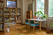 På stiftelsen Sweden Center Foundation som driver Sweden Hills finns ett bibliotek med bland ammat svenska böcker på japanska.