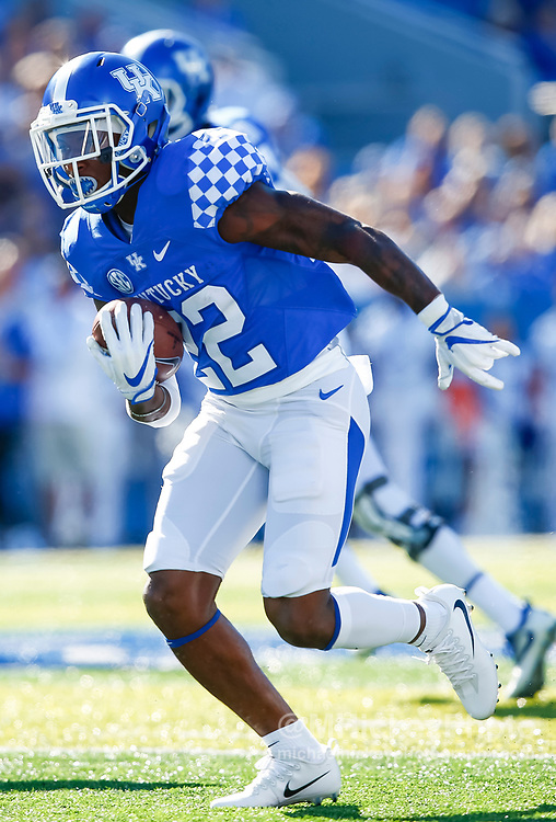LEXINGTON, KY - SEPTEMBER 30: Sihiem King #22 of the Kentucky Wildcats runs the ball during the game against the Eastern Michigan Eagles at Commonwealth Stadium on September 30, 2017 in Lexington, Kentucky. (Photo by Michael Hickey/Getty Images) *** Local Caption *** Sihiem King