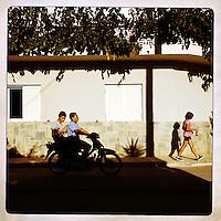 Kreta, Kroustas , 24 juli 2013.<br /> <br /> Een tuintje met wasgoed dat hangt te drogen in het bergdorpje Kroustas even ten Zuiden van Kritsa in het Noord Oosten van Kreta.<br /> Summer holiday on the Greek island of Crete. Streetview.
