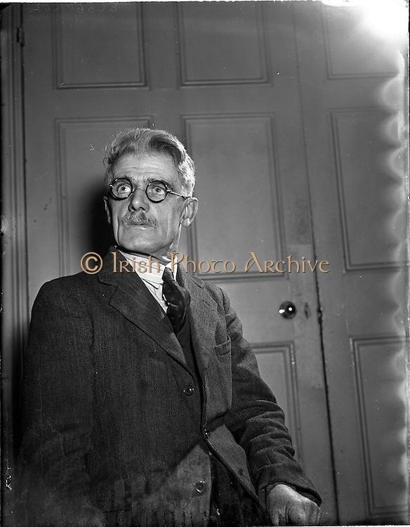 30/03/1955<br /> 03/30/1955<br /> 30 March 1955<br /> Seamus McConaill at<br /> Conradh na Gaeilge, 14 Parnell Square Dublin. Special for Feasta.