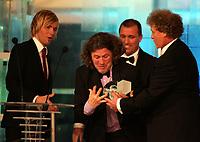 Idrettsgalla , for 2005 , 7. januar 2006 ,   Peter Mueller holdt på a miste glasskula som årests trener i Bakgrunn Tom Nordlie og Bjørn Einar Romøren og dan Børge Akerø