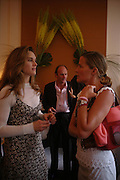 Brooke Shields, David Flintwood and India Hicks. Lunch party for Brooke Shields hosted by charles finch and Patrick Cox. Mortons. Berkeley Sq. 6 July 2005. ONE TIME USE ONLY - DO NOT ARCHIVE  © Copyright Photograph by Dafydd Jones 66 Stockwell Park Rd. London SW9 0DA Tel 020 7733 0108 www.dafjones.com