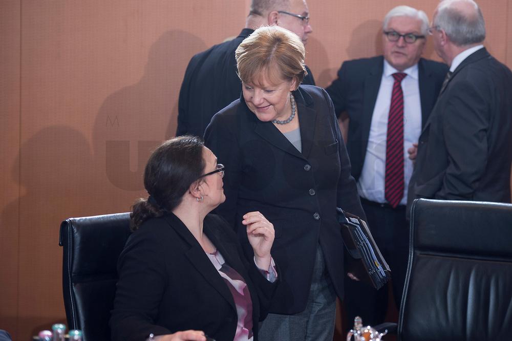 13 JAN 2016, BERLIN/GERMANY:<br /> Andrea Nahles (L), SPD, Bundesarbeitsministerin, und Angela Merkel (R), CDU, Bundeskanzlerin, im Gespraech, vor Beginn einer Kabinettsitzung, Budneskanzleramt<br /> IMAGE: 20160113-01-015<br /> KEYWORDS: Kabinett, Sitzung, Gespräch