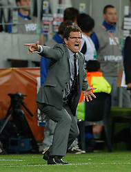 23.06.2010, Nelson Mandela Bay Stadium, Port Elizabeth, RSA, FIFA WM 2010, Slovenia (SLO) and England (ENG), im Bild Fabio Capello manager / head coach of England shouts instructions from the sidelines late in the game. EXPA Pictures © 2010, PhotoCredit: EXPA/ IPS/ Marc Atkins / SPORTIDA PHOTO AGENCY