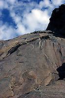 """Fjellklatrere går ruta """"bare blåbær"""" i Lofoten, Mountain climbers on the """"bare blåbær"""" climb"""