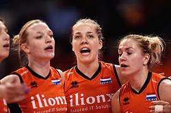 09-01-2016 TUR: European Olympic Qualification Tournament Rusland - Nederland, Ankara<br /> De Nederlandse volleybalsters hebben de finale van het olympisch kwalificatietoernooi tegen Rusland verloren. Oranje boog met 3-1 voor de Europees kampioen (25-21, 22-25, 25-19, 25-20) / Judith Pietersen #8, Femke Stoltenborg #2, Maret Balkestein-Grothues #6