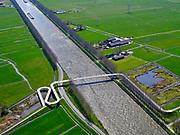 Nederland, Noord-Holland, Nigtevegt; 17-04-2021; Amsterdam-Rijnkanaalmet de Liniebrug, fiets- envoetgangersbrug.<br /> Amsterdam-Rhine Canal with the Line Bridge, bicycle and pedestrian bridge.<br /> <br /> luchtfoto (toeslag op standaard tarieven);<br /> aerial photo (additional fee required)<br /> copyright © 2021 foto/photo Siebe Swart