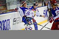 GET ligaen , <br /> Ishockey , <br /> 17.09.2010 , <br /> Jordal Amfi , <br /> Vålerenga v Sparta , <br /> Andreas Stene takkler Logan Stephenson , <br /> Foto: Thomas Andersen