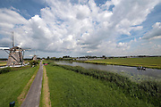 Twee van De Drie Molens bij Leidschendam en Stompwijk, vlak bij Den Haag, boot met vissers op de Molenvaart - Two of the Three Mills near The Hague, Netherlands, boat with fisherman on the water