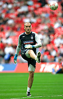 Photo: Tom Dulat.<br /> England v Estonia. UEFA European Championships Qualifying. 13/10/2007.<br /> Paul Robinson of England warms up before the game