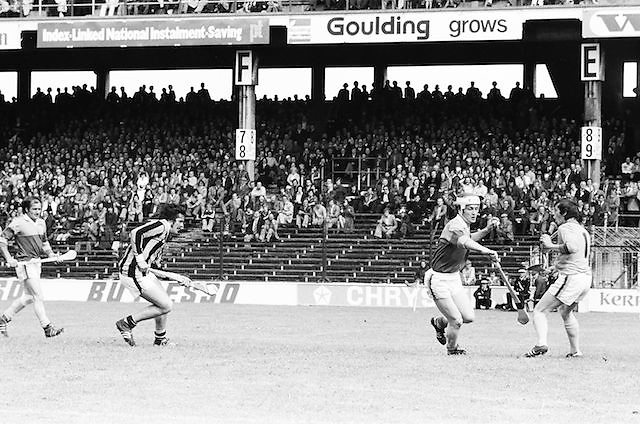 Wexford makes a run down the field in possession of the slitor during the All Ireland Senior Leinster Hurling Final Kilkenny v Wexford at Croke Park on the 24th of July 1977. Wexford 3-17 Kilkenny 3-14.