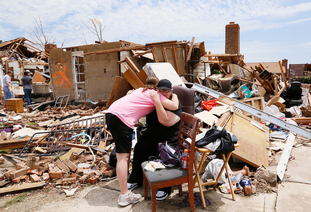 Tracy Stephan (L) hugs her neighbor Dawn Melvin in front of Melvin's tornado-destroyed home on 6th Avenue in Moore, Oklahoma May 23, 2013. The tornado was the strongest in the United States in nearly two years and cut a path of destruction 17 miles long and 1.3 miles wide. REUTERS/Rick Wilking (UNITED STATES)