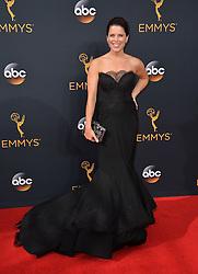 Neve Campbell bei der Verleihung der 68. Primetime Emmy Awards in Los Angeles / 180916<br /> <br /> *** 68th Primetime Emmy Awards in Los Angeles, California on September 18th, 2016***